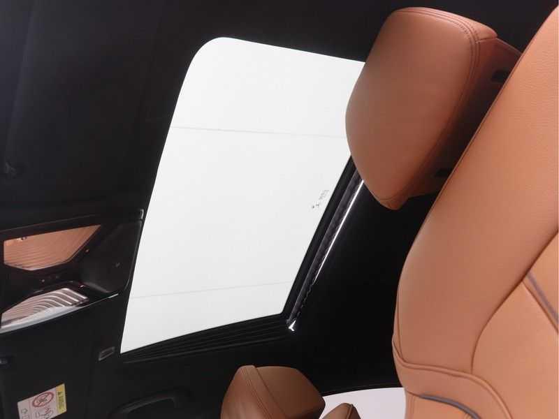 BMW 5 Serie Sedan 530i High Executive M-Sport Automaat afbeelding 4