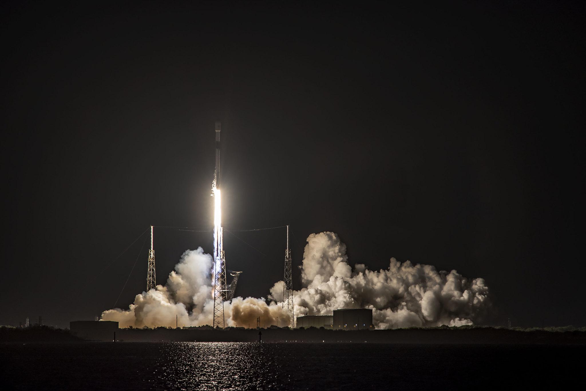 Imaginea 1: A 10-a lansare a treptei primare B1051 a unei rachete Falcon 9, care a urcat pe orbită alți 60 de sateliți Starlink. Sursa foto: SpaceX.