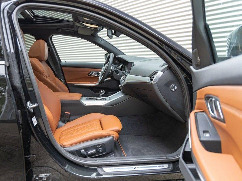 BMW 3 Serie Touring 330i M-Sport - Individual - Memoryzetel - Panorama - Trekhaak afbeelding 15