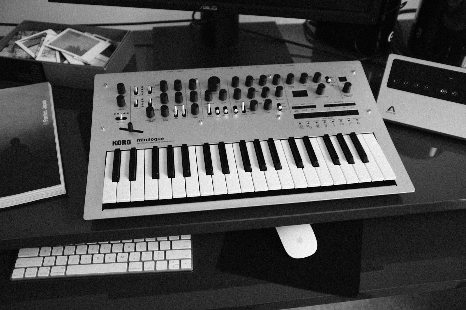 An image of the Korg Minilogue.