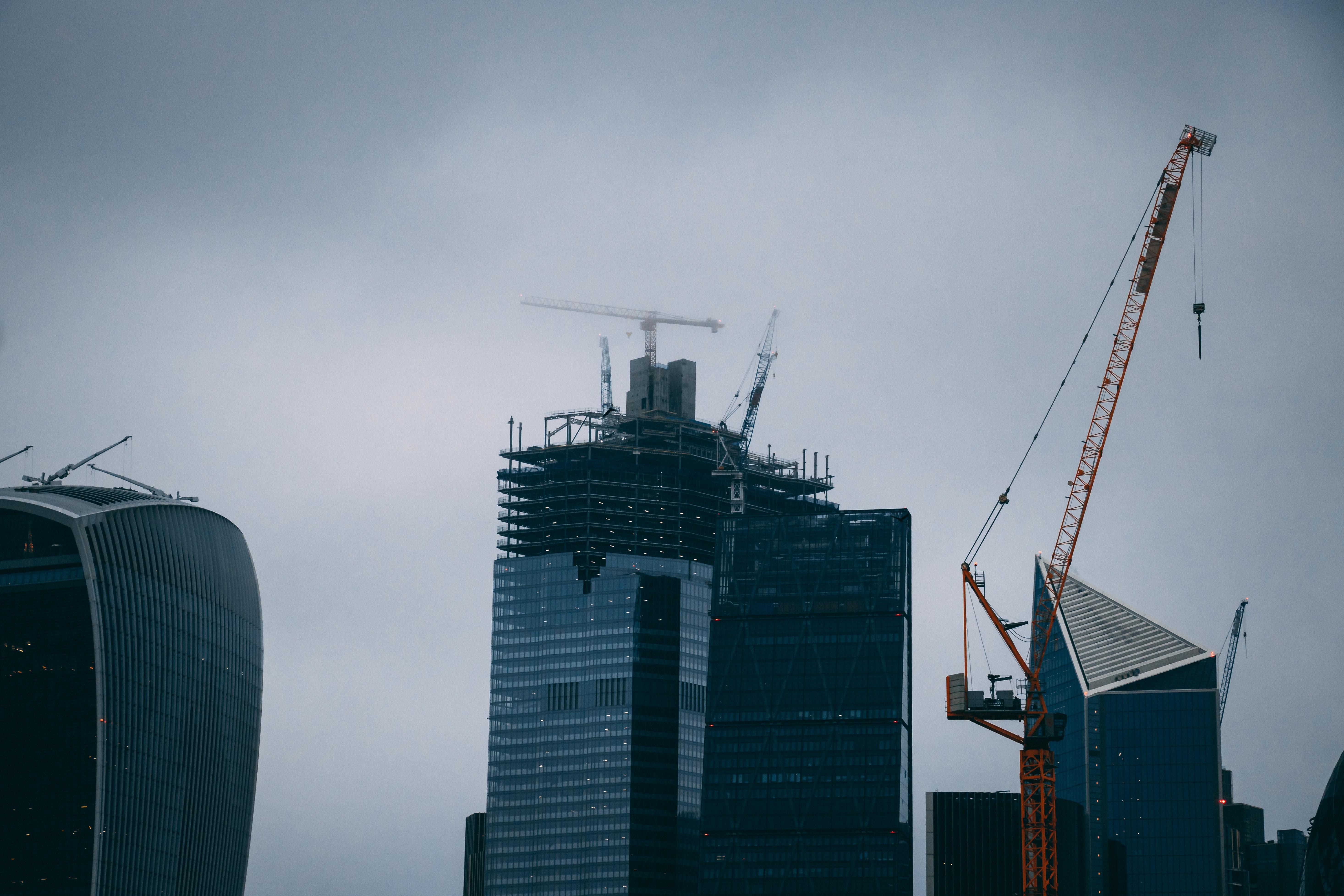 Imagem de um prédio em construção