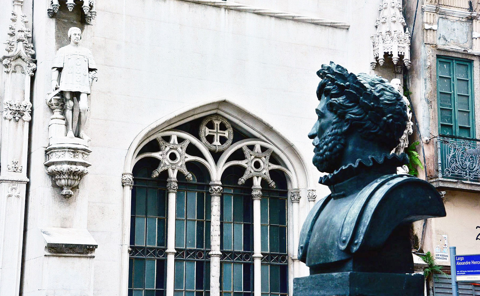 bust and statue of luis de camoes at the royal portuguese reading room