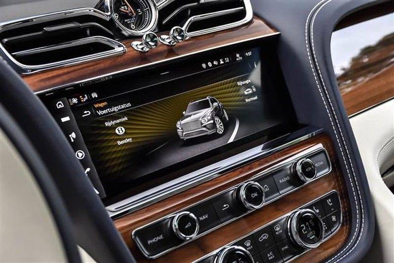 Bentley Bentayga V8 FIRST EDITION BLACKLINE+CERAMIC BRAKES NP.338K afbeelding 8