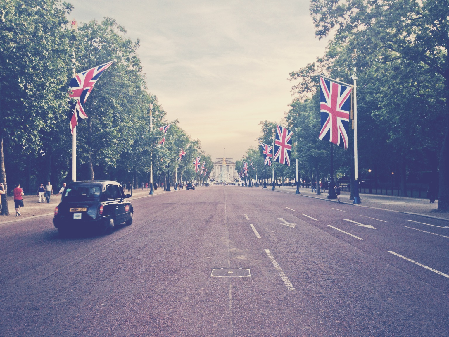 Buckingham Palace at end of The Mall
