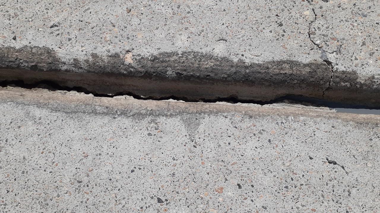 concrete-driveway-restoration--before-03