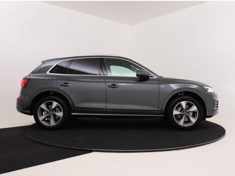 Audi Q5 50 TFSI e 299 pk quattro S edition | S-Line | Trekhaak | Elektrisch verstelbare/verwarmbare voorstoelen | Privacy Glass | Verlengde fabrieksgarantie afbeelding 9