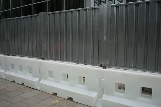 Water-filled hoarding system