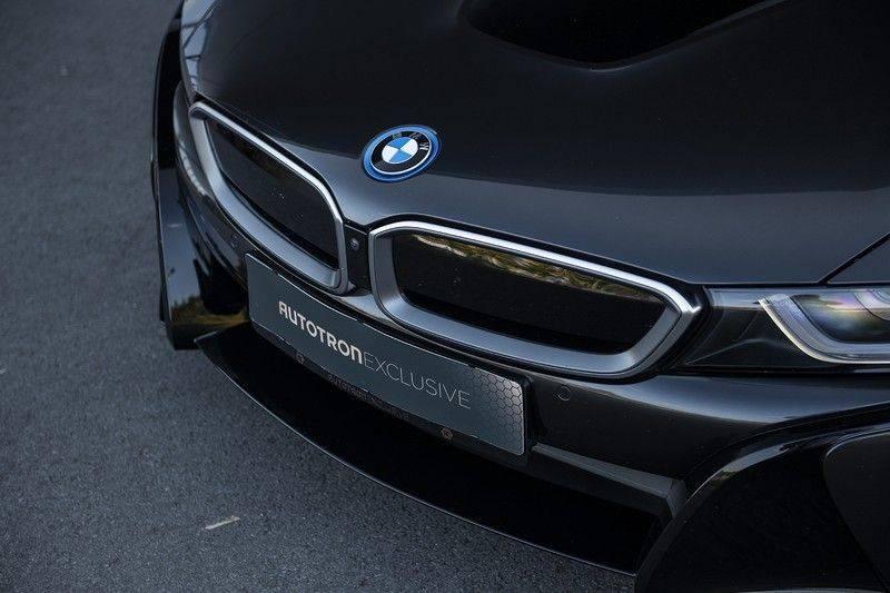 BMW i8 Roadster Dry Carbon, Carbon interieur afwerking, Accaro fijn nappa leder, Progressive package , Laser LED Koplampen afbeelding 12