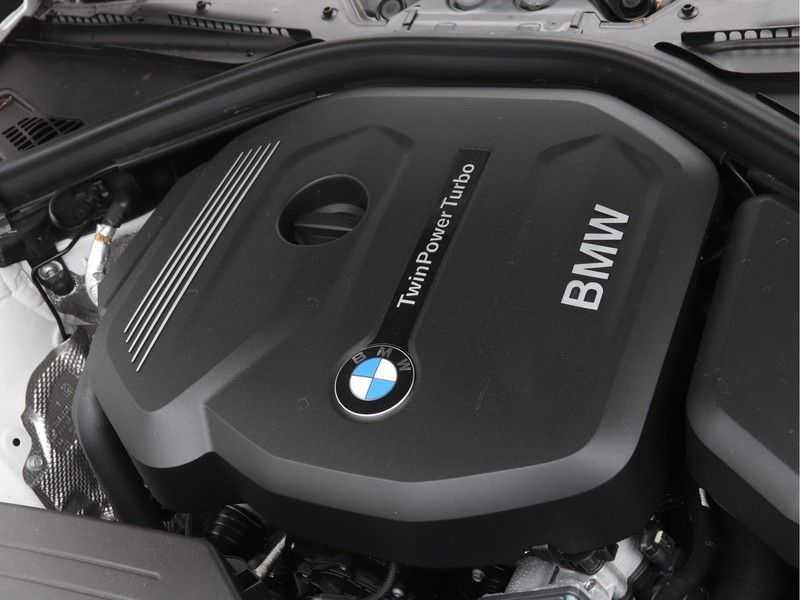 BMW 4 Serie Gran Coupé 418i Executive Edition Model M Sport afbeelding 3