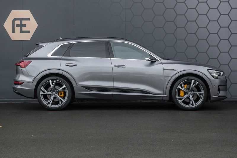 "Audi E-tron 55 e-tron quattro Advanced Pro Line S DECEMBER 2018!! € 146,- netto bijtelling pm! Head-up + B&O etc. Tot januari 2024 4% bijtelling!! Prijs inclusief 22"" velgen afbeelding 3"