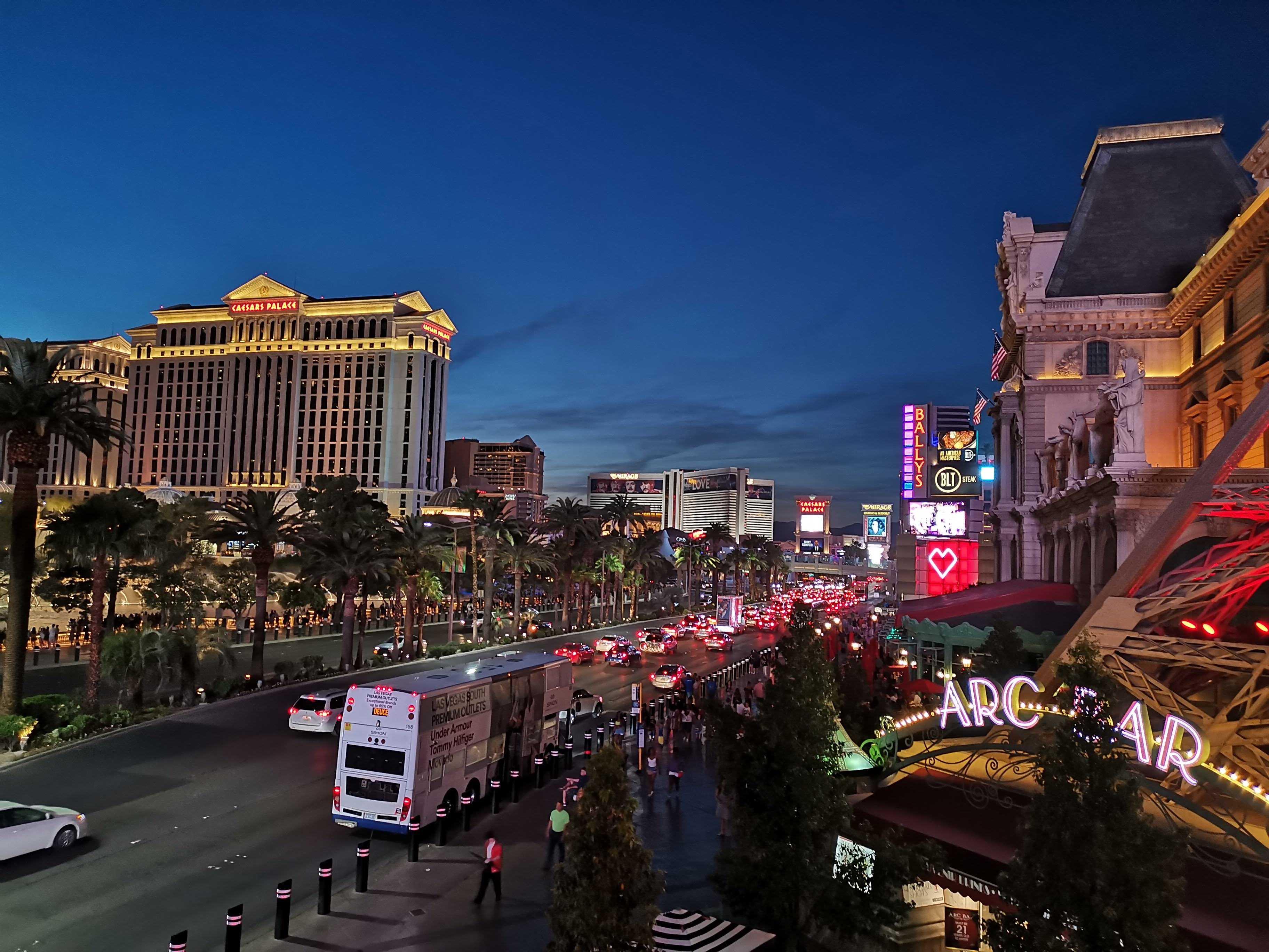 Las Vegas, Parc d'attraction pour adultes cover image