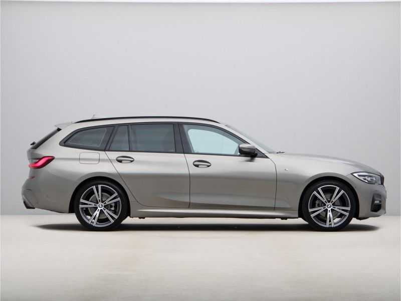 BMW 3 Serie Touring 318i Executive Model M Sport afbeelding 4