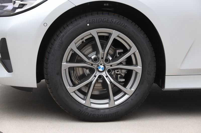 BMW 3 Serie 318i Sedan Exe Sportline Aut. afbeelding 21