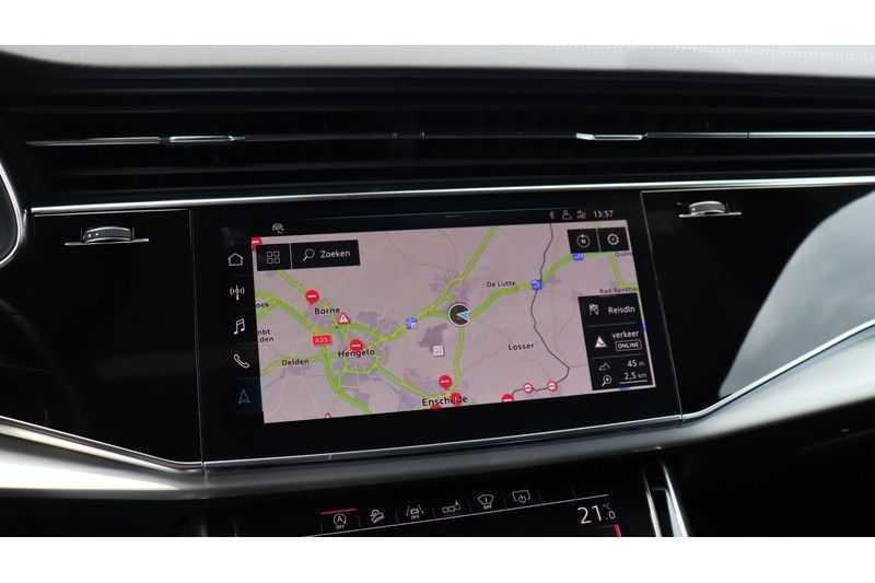 Audi Q8 55 TFSI quattro S-Line, Panoramadak, B&O, Massage, Ruitstiksel, Trekhaak afbeelding 15