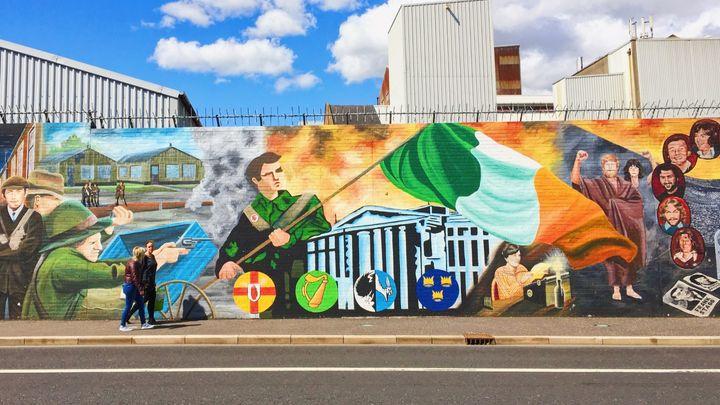 Chauffeur Me Belfast Political Tour –Peace Wall