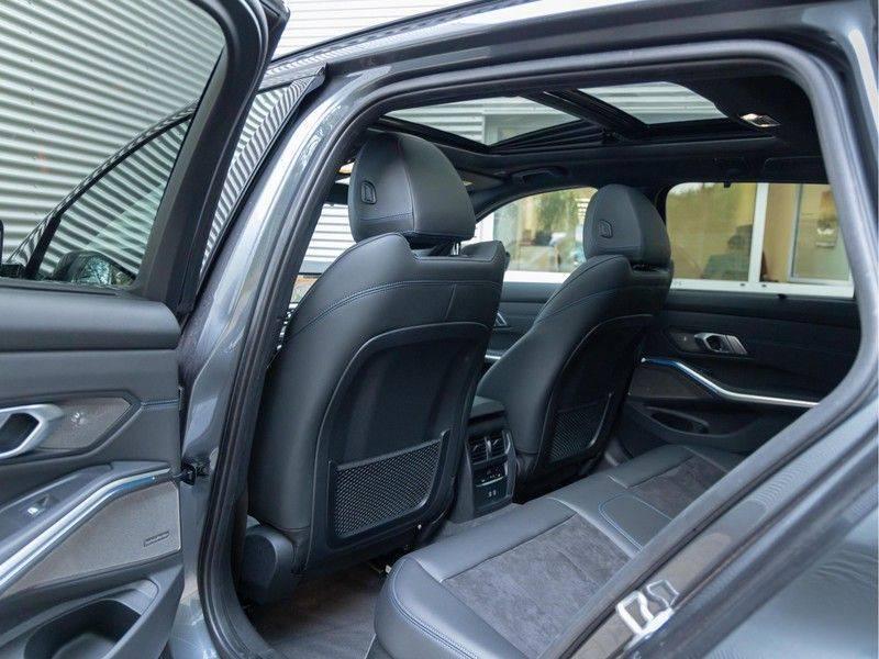 BMW 3 Serie Touring 330e xDrive M-Sport - Panorama - Active Cruise - Harman Kardon - Camera afbeelding 17
