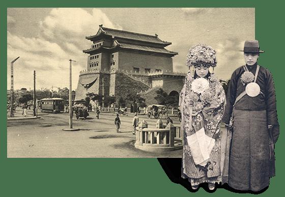 """中国北京是一座建城三千多年、建都八百多年的历史文化名城。""""城""""的辉煌、""""都""""的风光,名胜古迹的灵气,凝聚成这座城市独一无二的历史底蕴。""""双城往事 — 北京篇""""由中国首都图书馆北京地方文献中心策划,共选取馆藏1949年以前的北京老照片194幅展出。"""