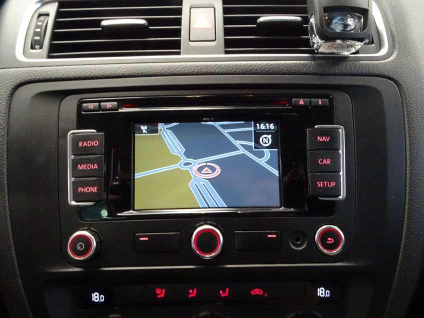"Volkswagen Jetta 1.4 TSI Hybrid Highline Navigatie Xenon Clima Cruise 17""LM PDC Camera afbeelding 17"