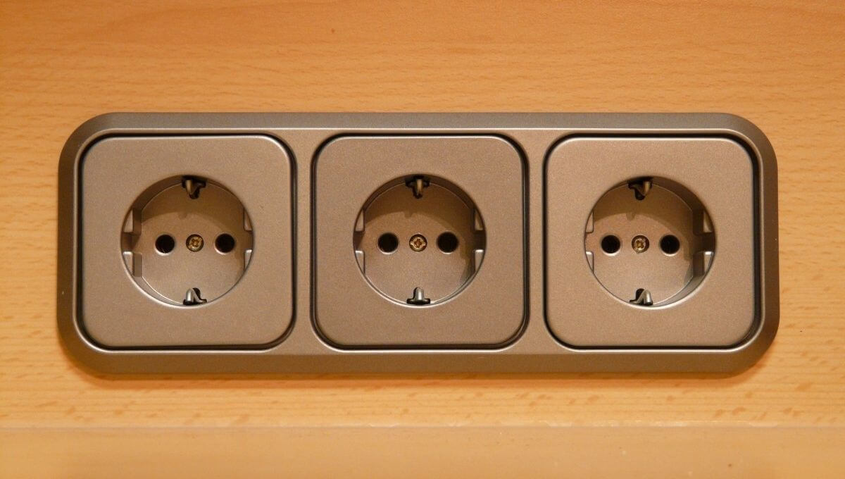 Do Outdoor Outlets Need to Be on Their Own Circuit?