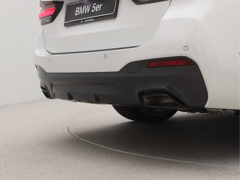 BMW 5 Serie Touring 530i Launch Edition M-Sport Automaat afbeelding 23