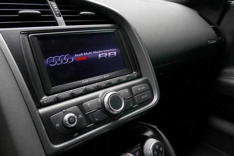 Audi R8 4.2 V8 FSI Quattro Black Edition afbeelding 19