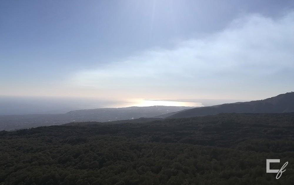 Vista mare dal vulcano Etna.
