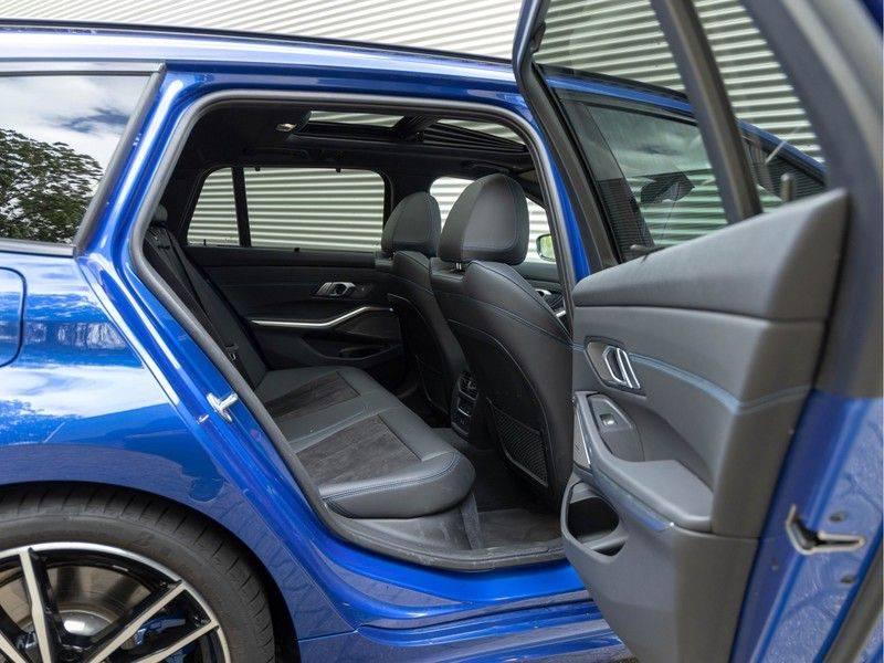 BMW 3 Serie Touring 330i M-Sport - Panorama - Trekhaak - DAB - Harman Kardon afbeelding 19