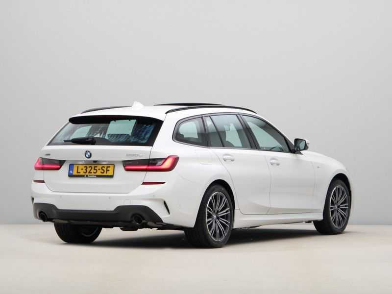 BMW 3 Serie Touring 330e xDrive Exe M-Sport Hybrid afbeelding 2