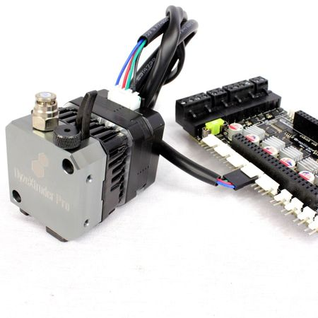 DyzeXtruder Motor connected to the control board