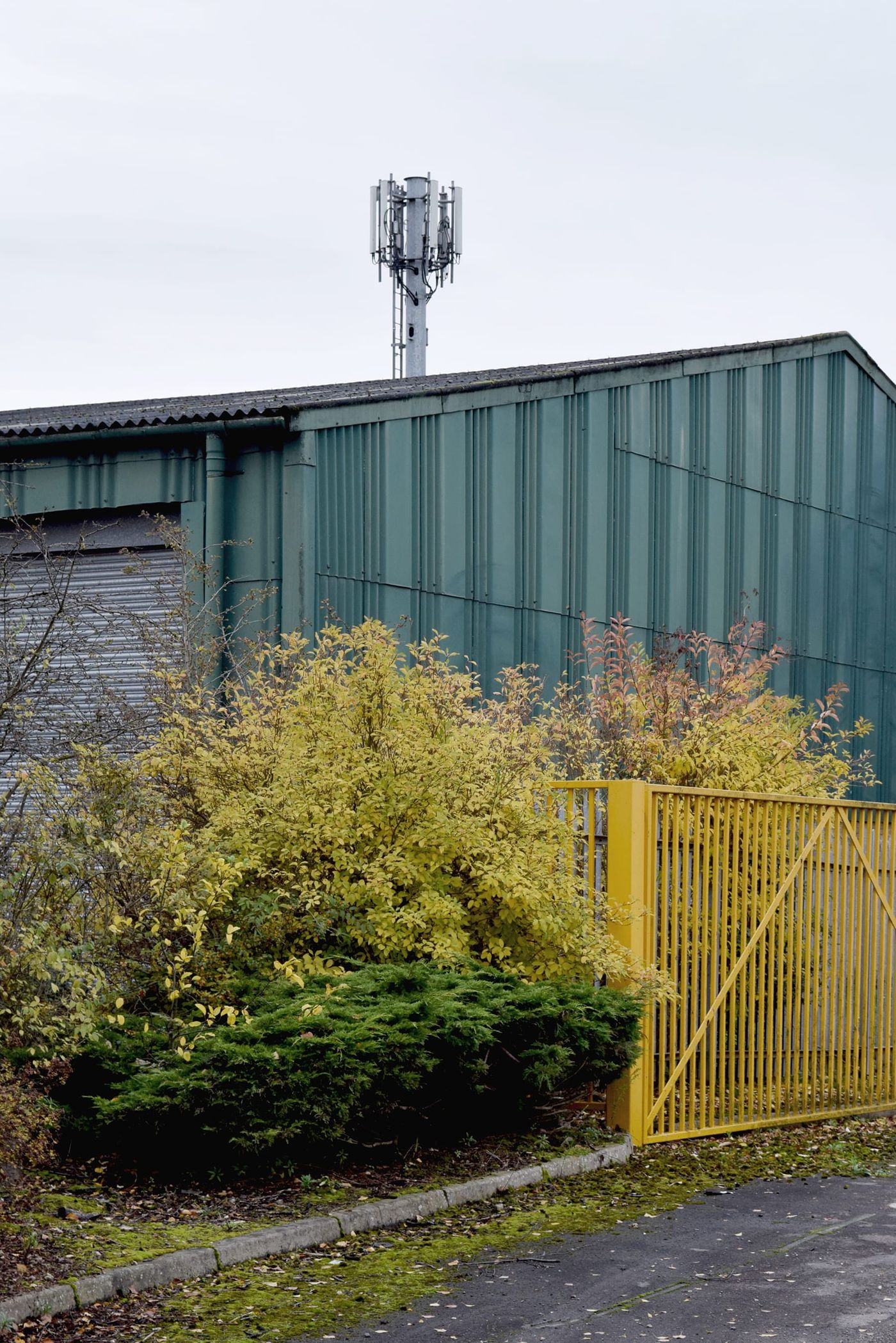 Photograph of a green industrial warehouse on Claylands Avenue, Worksop.