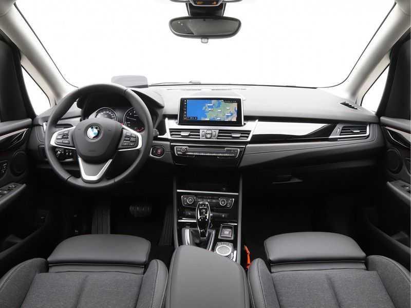 BMW 2 Serie Active Tourer 218i Exe Sportline Aut. afbeelding 9