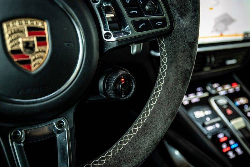 Porsche Cayenne 4.0 Turbo   Head-Up   Carbon   Panorama   3D Camera   BOSE   Trekhaak   Afwijkende stikselkleur   Stoelventilatie   NP 252.000! afbeelding 21