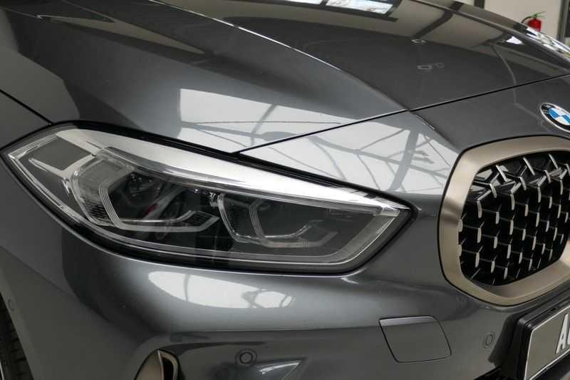 BMW 1 Serie M135i xDrive High Executive Virtual - Led - Panodak afbeelding 13