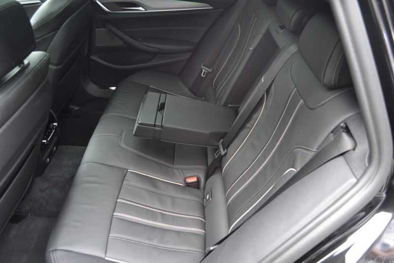 BMW 5 Serie touring 530d xDrive M sportpakket NW 110.000,- afbeelding 4
