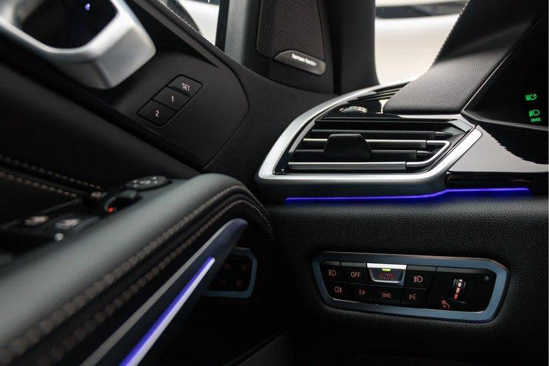 "BMW X5 M40i xDrive 340pk Panoramadak VirtualCockpit ShadowLine Sportleder+Memory Head-Up HarmanKardon Luchtvering Laserlicht AmbientLight Keyless Sportuitlaat 22"" 360Camera ParkAssist Pdc afbeelding 18"