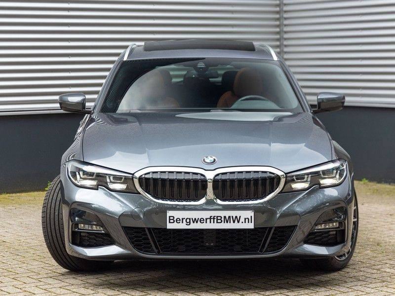 BMW 3 Serie Touring 330i M-Sport - Individual - Memoryzetels - Trekhaak - Panorama afbeelding 5