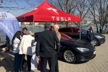 Predvádzacie jazdy Tesla