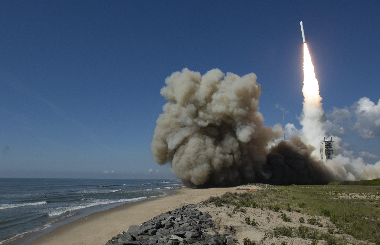 Imaginea 1: Lansarea rachetei Minotaur-IV de la baza NASA Wallops (sursa foto: NRO)