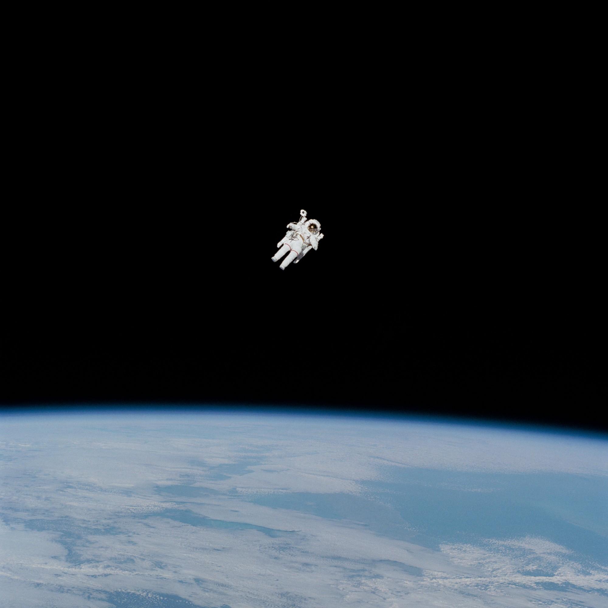 Imagem de um(a) astronauta no espaço. Imagem da NASA no Unsplash.