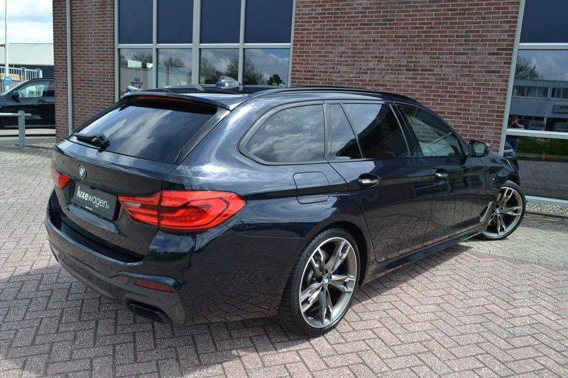 BMW 5 Serie Touring M550d xDrive 400pk Pano Standk ACC 20inch Adp-LED HUD afbeelding 20