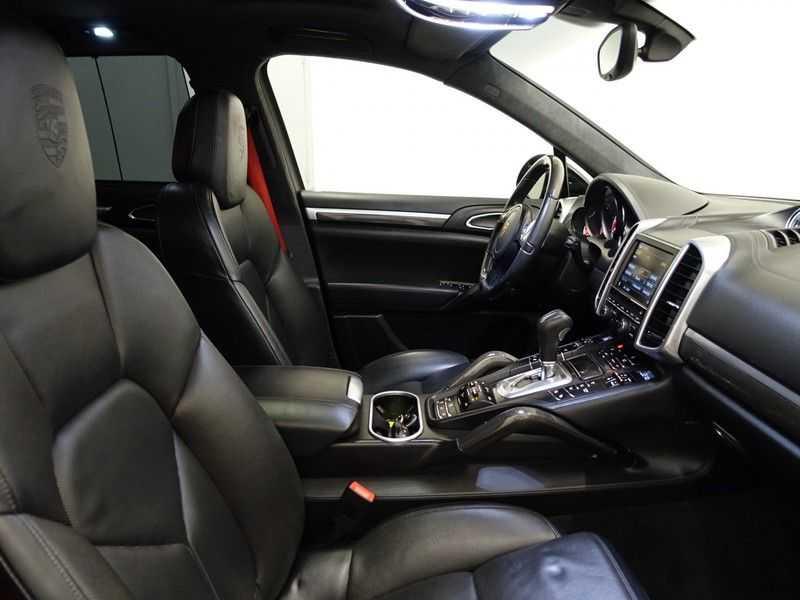 Porsche Cayenne 4.8 Turbo 500pk Designo Tiptr. Aut- Schuifdak, Leer, Sport Chrono, Akrapovic afbeelding 20