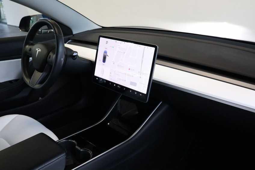 """Tesla Model 3 Long Range EX BTW 4% Bijtelling Navi Leder 18""""LM Blauw wit afbeelding 5"""