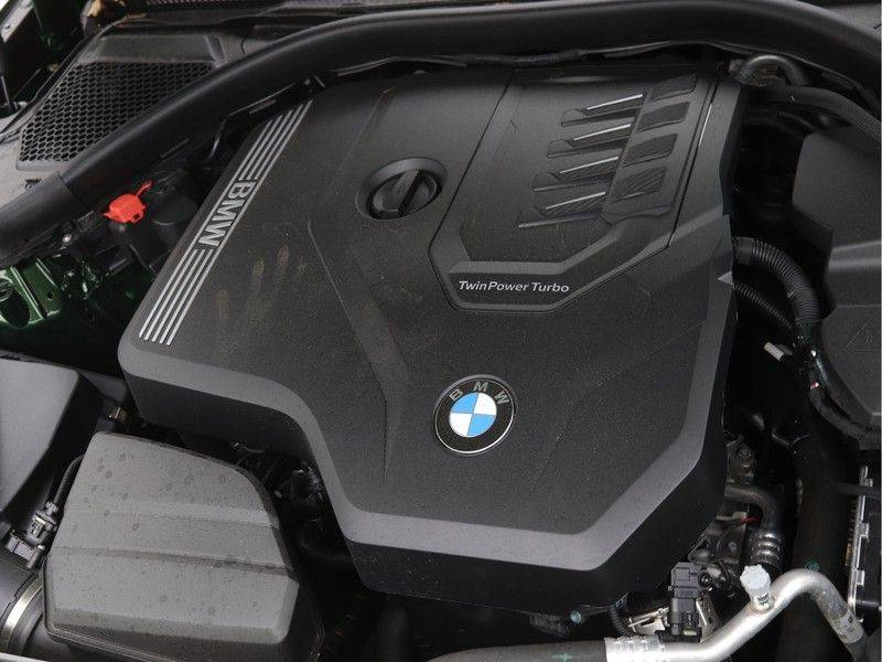 BMW 3 Serie 320i Touring Executive Edition M-sport afbeelding 4