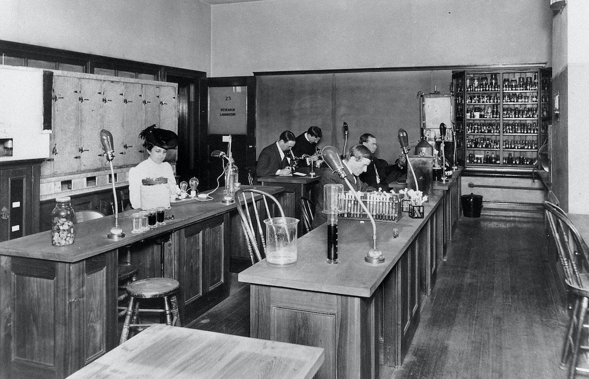 Катарина Мак-Кормик стала одной изпервых женщин, окончивших Массачусетский технологический институт поспециальности «естественные науки». Источник: pbs.org/wgbh/americanexperience