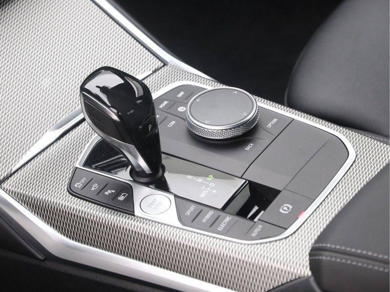 BMW 3 Serie Sedan 330e High Executive M-Sport Automaat afbeelding 16