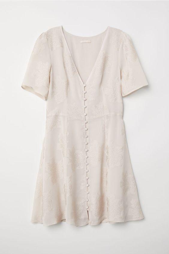 Robe courte à boutonnière