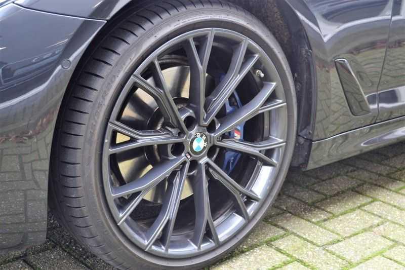 BMW 5 Serie 530i High Executive M-Sport / Pano Dak / ACC / Hud afbeelding 6