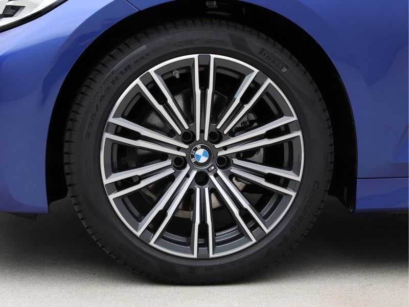BMW 3 Serie Touring 320i High Executive M Sport 18inch afbeelding 21