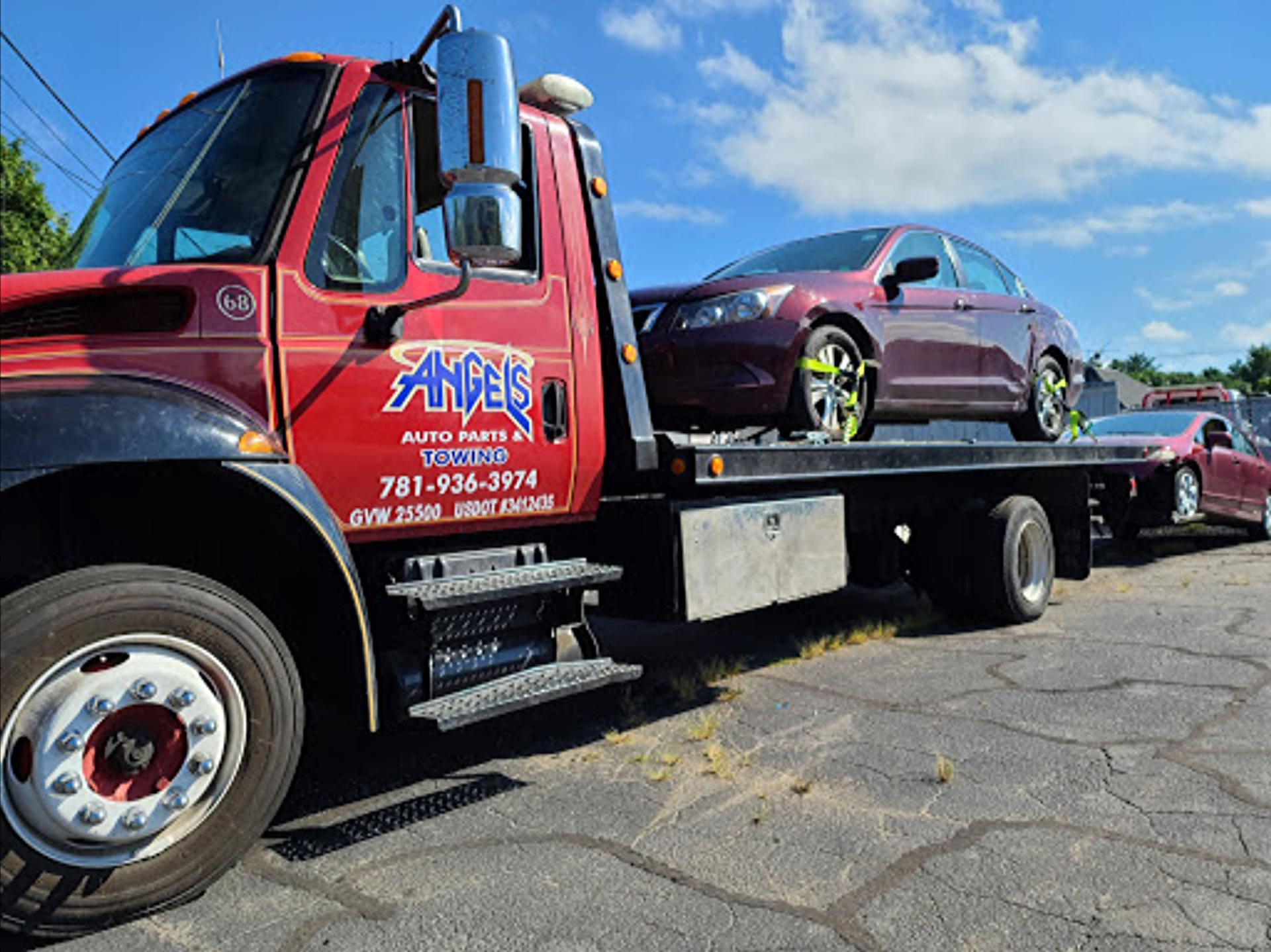 Our junk car removal tow trucks travel around Massachusetts and Rhode Island offering free towing for scrap vehicle pickup