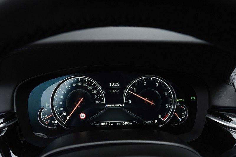 """BMW 5 Serie M550d X-Drive M-Pakket Shadow B&W Camera 360° Massage 20"""" afbeelding 18"""